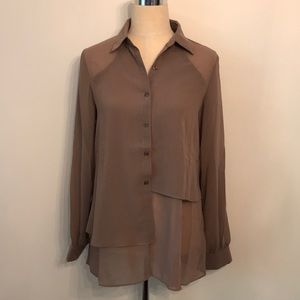 New tea n Rose taupe blouse button down size s